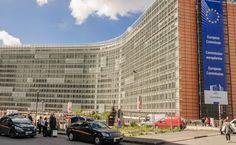 Według nieoficjalnych informacji komisarze mają przedyskutować ewentualne zalecenia dla polskich władz. Wydanie takich zaleceń oznaczałoby przejście do drugiego etapu procedury ochrony praworządności, prowadzonej od stycznia br.W pierwszym etapie tej procedury KE prowadziła dialog z polskim rządem na temat kryzysu wokół TK, a 1 czerwca przyjęła opinię, podsumowująca ten dialog. W opinii KE wskazała, że rozwiązania wymaga kilka problemów, w tym spór dotyczący składu Trybunału, publikacji