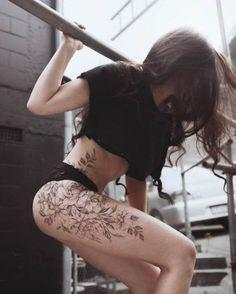 Hip Tattoos Women, Sexy Tattoos, Body Art Tattoos, Girl Tattoos, Sleeve Tattoos, Tatoos, 3d Tattoos, Floral Thigh Tattoos, Flower Tattoos