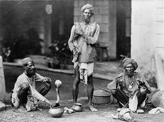 size: Art Print: Snake Charmers in India Photograph - India by Lantern Press : Artists Old Photos, Vintage Photos, Vintage India, India Art, World Images, Mark Twain, Guy Pictures, Historical Pictures, Art Prints