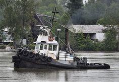 Tugboats at work   Tug Boat at Work
