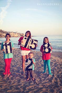 BEACH-FAMILY-PHOTO Each child holds a card w/ their age.