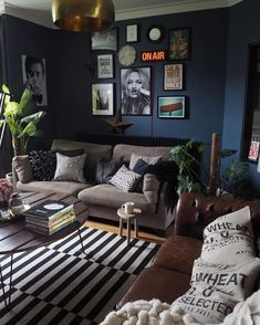 Manly Living Room, Navy Living Rooms, Dark Blue Living Room, Small Living Rooms, Living Room Designs, Blue Rooms, Living Room Decor, Modern Living, Cool Living Room Ideas