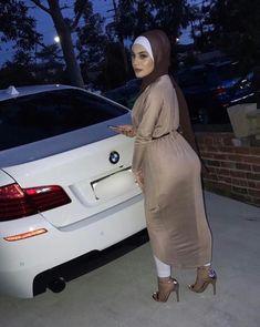PRETTY MUSLIMAH Niqab Fashion, Modern Hijab Fashion, Muslim Fashion, Arab Girls Hijab, Girl Hijab, Muslim Girls, Arabian Beauty Women, Beautiful Arab Women, Curvy Girl Outfits