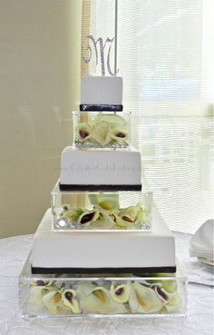 Floral Wedding Cakes Floral acrylic boxes Wedding Cake - Cake covered in white fondant with sangria fondant band. Each cake tier separated with custom made acrylic boxes with fresh Calla lilies inside. Mini Wedding Cakes, Wedding Cake Fresh Flowers, Square Wedding Cakes, Wedding Cake Stands, Amazing Wedding Cakes, Wedding Boxes, Wedding Cake Designs, Wedding Cupcakes, Floral Wedding