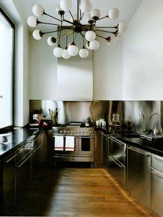 Cozinha em alumínio Fotógrafo: Ivan Terestchenko Fonte: Elle Decor Itália Março 2013