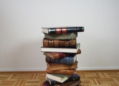Here we have surfaced the whole internet for you and brought these DIY 25 easy things to do with the old books and let me tell you your mind would be blown Book Headboard, Burlap Lampshade, Old Book Crafts, Book Page Wreath, Book Table, Recycled Books, Dollar Store Crafts, Old Books, Diy Table