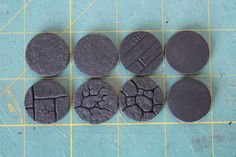 A step by step tutorial on making your own round bases for miniatures. Includes info on adding textures to create many styles of bases. Miniature Bases, Miniature Crafts, Miniature Tutorials, 28mm Miniatures, Fantasy Miniatures, Dollhouse Miniatures, Sculpting Tutorials, Art Tutorials, Wargaming Terrain