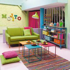 Un salotto pieno di colori