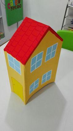 Pepa the Pig House. casa de pepa pig hecha en carton paja y pintada con vinilos de agua en Café Pintado.