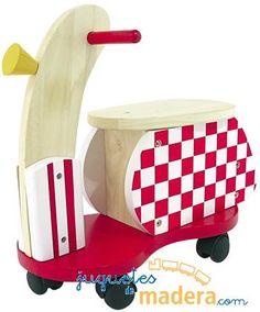 Triciclo scooter de madera pintado de forma divertida con cuatro ruedas pequeñas de medidas 470x220x470m/m
