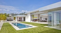 Image issue du site Web http://mybriko.be/blog/sites/default/files/images/Villa-design-Beverly-Hills-House-piscine-690x380.jpg