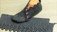 İki Şişle Ajurlu Yeni Patik Modeli Yapımı A new openwork booties model that you can create a dowry. Super Easy Slippers to Crochet or to Knit Looking for the pattern Gilet Crochet, Knitted Slippers, Crochet Slippers, Crochet Motif, Crochet Baby, Knit Crochet, Knitting Socks, Free Knitting, Baby Knitting