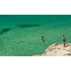 """Go on I dare ya""  #tamarama #tamaramabeach #sydneybeaches #bonditobronte #beach#surf #easternsuburbs #jump #mates by jbiboudis http://ift.tt/1KBxVYg"