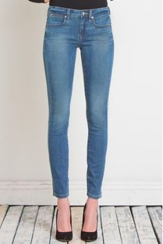 Lila Skinny Ankle Jeans