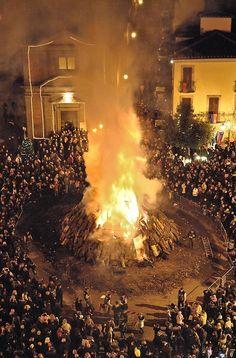 celebrazioni in onore del Natale - Sacro Fuoco di Bagnaia by chiara calanca @ http://adoroletuefoto.it
