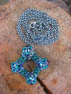 Nathalie pendant - pattern: Sabine Lippert
