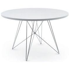 Läckert matbord i modern design från Magis. Bordsbenen är utformade för att inte...