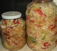 Mi családunk nagyon szereti a savanyúságokat, különösen a csalamádét. Íme egy remek recept a házi csalamádé készítéséhez! Hozzávalók 1 kg fejes káposzta, 10 dkg uborka, 10 dkg paprika, 15 dkg hagyma, 15 dkg zöld paradicsom, 15 dkg zöld... Food N, Food And Drink, My Recipes, Cooking Recipes, European Dishes, Hungarian Recipes, Cabbage Rolls, Easy Family Meals, Coleslaw