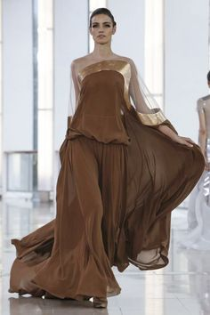 Love the open shoulder line! Stephane Rolland Couture Spring Summer 2015 Paris