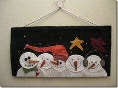 Pin by Toots Reckner on Wool Applique Snowman Quilt, Felt Snowman, Snowman Crafts, Christmas Projects, Felt Crafts, Holiday Crafts, Christmas Sewing, Felt Christmas, Felted Wool Crafts