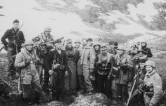 Photo of Gebirgsjäger, Fallschirmjäger, and Armed Kreigsmarine soldiers after the Narvik Campaign. Luftwaffe, Paratrooper, Narvik, German Soldiers Ww2, German Army, German Uniforms, Bad Picture, Portraits, Military History