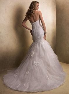Large View of the Ashanti Bridal Gown