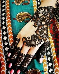 4 Most Beautiful Mehndi Designs for Brides in 2012 1