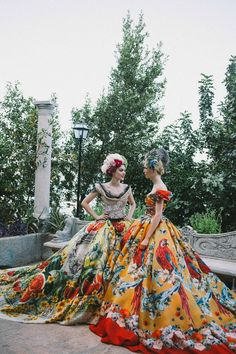 Could use a little Dolce in my life. Amazingly rich wallpaper like print Dolce and Gabbana dresses. Particularly love the parrot.
