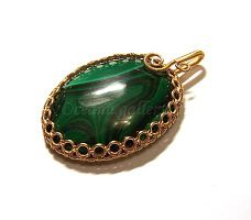using wire wrapping to bezel a cabachon. Picture tutorial only.