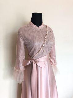 Dress Muslim Modern, Kebaya Modern Dress, Kebaya Dress, Muslim Dress, Simple Bridesmaid Dresses, Simple Dresses, Casual Dresses, Fashion Dresses, Mode Abaya