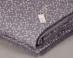 Quilt - Gray with white stars - NunuNu - Handmade accessories for kids, Baby Deco, Grey Quilt, Soft And Gentle, Handmade Accessories, Baby Love, Duvet, Bedspread, Quilts, Wallet