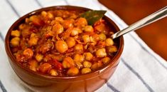 A traditional recipe from the Canary Islands, the exact ingredients that go into garbanzada a lo Canario vary from kitchen to kitchen, but typical Spanish flavors like garlic and pimentón are what make this simple stew always taste amazing. Tapas Recipes, Cuban Recipes, Fish Recipes, Vegetarian Recipes, Cooking Recipes, Spanish Recipes, Spanish Dishes, Spanish Food, Chickpea Stew