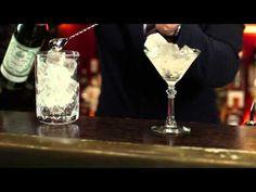 http://www.drinksmeister.dk/   En af flere cocktail video'er som du kan finde hos DrinksMeisterTv.   DrinksMeister har i samarbejde med Den Europæiske Bartenderskole fået lavet en lang række Cocktail og free pour videoer til alle jer derude. Her kan du se Henrik Murel fra EBS lave Dry martini.    Dry martini er den mest kendte af alle de klassiske c...