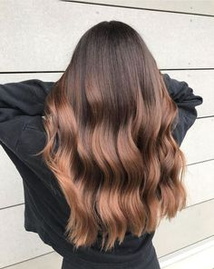 Root Beer Hair Is Trending & Brunettes Everywhere Are Fizzing With Excitement: Metallic Ombré Brown Hair Shades, Brown Hair With Blonde Highlights, Brown Hair Balayage, Light Brown Hair, Brown Hair Colors, Hair Highlights, Color Highlights, Summer Brown Hair, Root Beer Hair