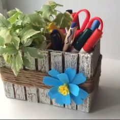 ▫ 💙 Floral DIY Basket 💙 ▫ - By: The Effective Pictures We Offer You About DIY decorating dollar store A quali - Diy Crafts For Home Decor, Diy Crafts Hacks, Diy Crafts For Gifts, Diy Arts And Crafts, Creative Crafts, Cool Paper Crafts, Newspaper Crafts, Cardboard Crafts, Jute Crafts