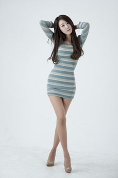 Park Hyun Sun. Simple outfit, lovely pose.