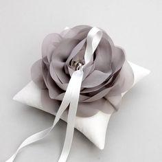 Wedding ring pillow bridal ring pillow flower ring por woomeepyo, $40.00
