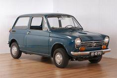 Honda - N600 Touring - 1971  Bouwjaar: 05/04/1971Motor: 599cc 2-cilinderMotornummer: N600E-1030852Chassisnummer: N600-1031551Afgelezen tellerstand: 44.395 KMKenteken: Nederlands 81-41-PUAPK: JA t/m 05/04/2018Nette goed rijdende Honda N600 touring in redelijk goede staat.Weinig sporen van roest echter wel gebruikssporen op zowel het exterieur als het interieur. De bodemplaten kofferbak etc. zijn hard zie foto's. De Honda is overgespoten in een groen/blauwe lak dit is echter niet professioneel…
