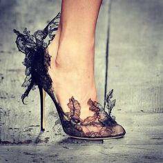 Lace pumps - Valentino Spring 2010 Who needs clothes if you have shoes like this? Fancy Shoes, Pretty Shoes, Crazy Shoes, Beautiful Shoes, Cute Shoes, Me Too Shoes, Beautiful Bags, High Heels Boots, Shoe Boots