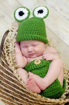 Crochet Frog Hat Set Photography Prop by AllysonGraceDesigns on Etsy https://www.etsy.com/listing/271585240/crochet-frog-hat-set-photography-prop