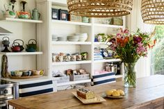 The Inside Scoop: What It's Really Like Living With Open Kitchen Shelving