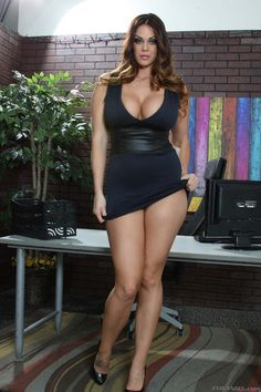 Alison Tyler, Thick and Curvy in her little black dress