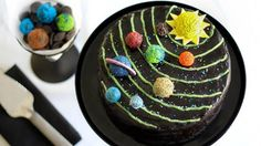 Solar System Birthday Cake Make a colorful fudgy dessert that is out of this world with an impressive solar system-inspired layered cake. Round Cake Pans, Round Cakes, Cupcakes, Solar System Cake, Birthday Desserts, Birthday Cakes, 30 Birthday, Birthday Ideas, Happy Birthday