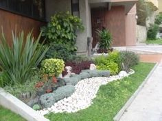 Houzz landscaping houzz small front yard landscaping for Modelos de jardines interiores