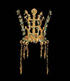 Crown. Korea, Silla kingdom, second half of 5th century. Excavated from the north mound of Hwangnam Daechong Tomb. Gold and jade; H. 10 3/4 ...