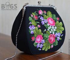 Beaded Purses, Beaded Bags, Crochet Purses, Unique Handbags, Purses And Handbags, Bridesmaid Gift Bags, Painted Bags, Frame Purse, Embroidery Bags