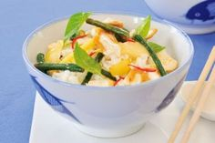 Pui la wok cu chili si muguri de bambus