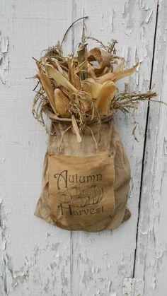 Gourds, corn cobs and corn shucks are favorites in my fall decor! Primitive Autumn, Primitive Crafts, Primitive Snowmen, Primitive Christmas, Country Primitive, Country Christmas, Christmas Christmas, Holiday, Harvest Time
