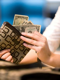 Learn how to avoid retail #spending traps with these fantastic #shopping tips. #save #money