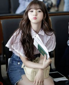 Formal Hairstyles For Long Hair, Long Hair Styles, Kpop Girl Groups, Kpop Girls, Korean Girl, Asian Girl, Teen Celebrities, Young Baby, Princesas Disney